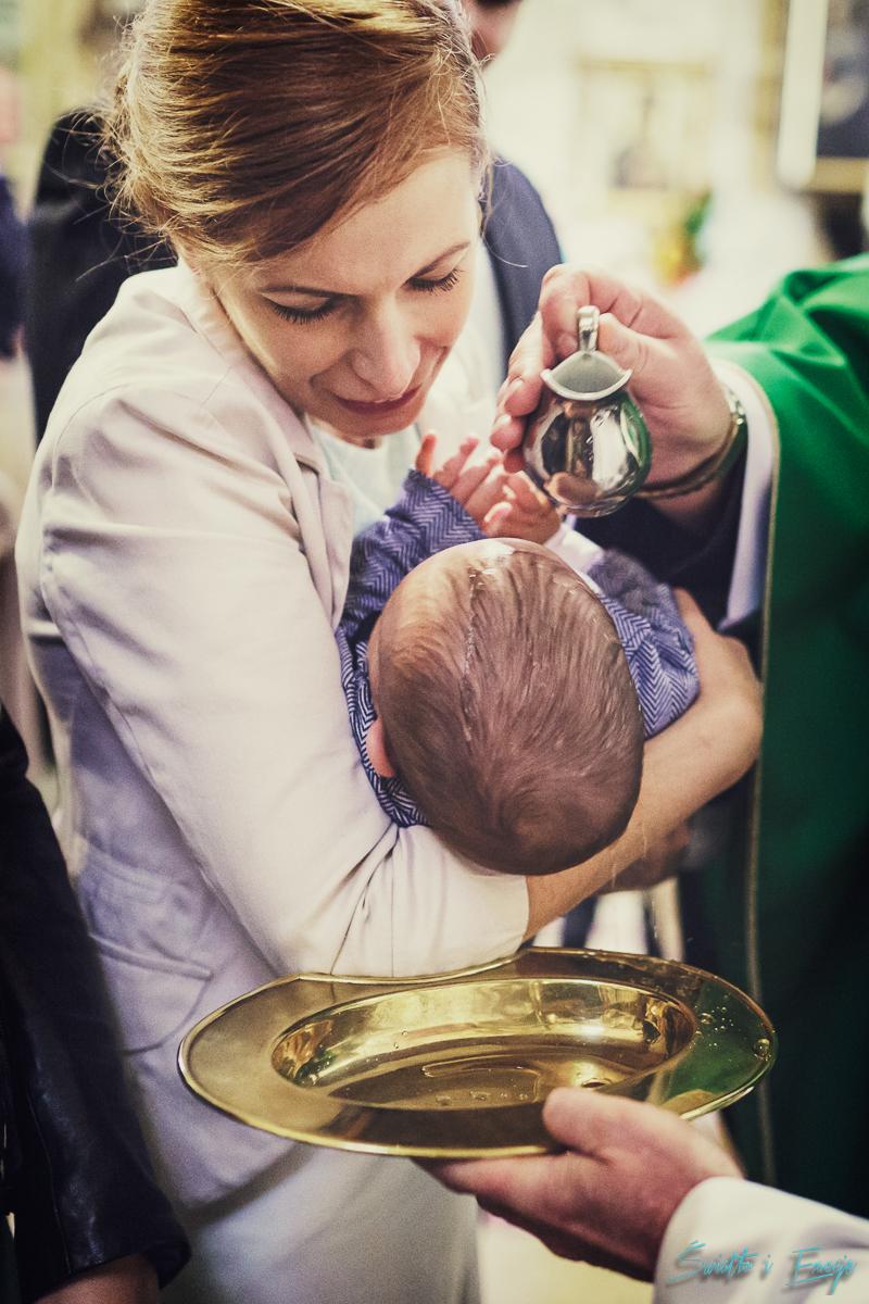 Światło i Emocje - Profesjonalna fotografia chrztu i sesja plenerowa