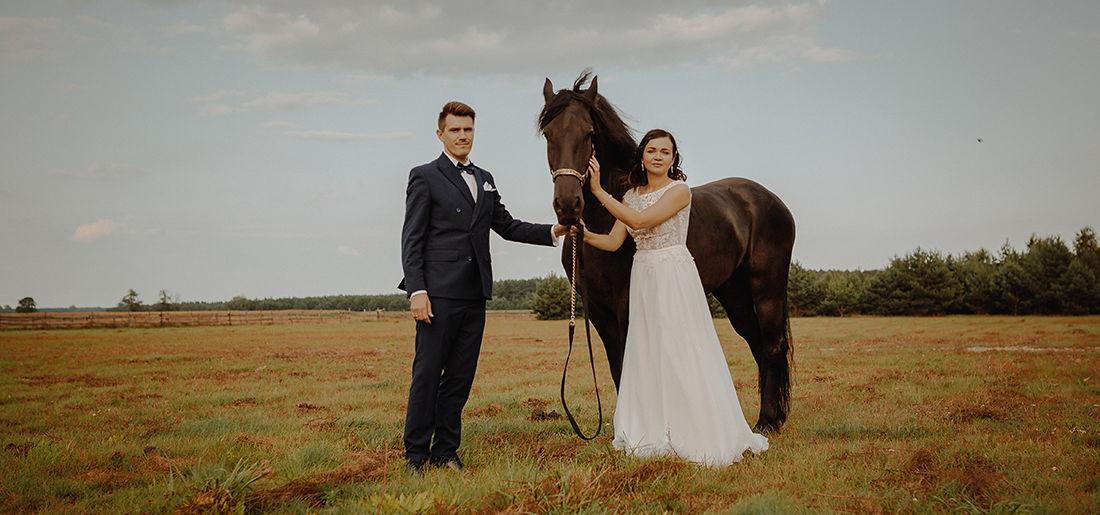 Agata i Bartek – plener ślubny stajnia Morgan