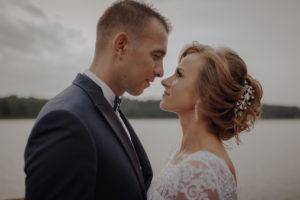 sesja poslubna plener jezioro plaza las Chomiaza Szlachecka fotograf na slub wesele Światło i Emocje (12)