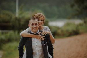 sesja poslubna plener jezioro plaza las Chomiaza Szlachecka fotograf na slub wesele Światło i Emocje (22)