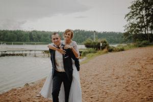 sesja poslubna plener jezioro plaza las Chomiaza Szlachecka fotograf na slub wesele Światło i Emocje (23)
