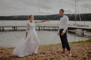 sesja poslubna plener jezioro plaza las Chomiaza Szlachecka fotograf na slub wesele Światło i Emocje (43)