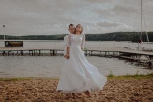 sesja poslubna plener jezioro plaza las Chomiaza Szlachecka fotograf na slub wesele Światło i Emocje (44)
