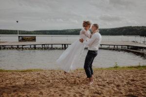 sesja poslubna plener jezioro plaza las Chomiaza Szlachecka fotograf na slub wesele Światło i Emocje (45)