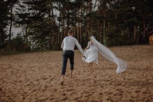 sesja poslubna plener jezioro plaza las Chomiaza Szlachecka fotograf na slub wesele Światło i Emocje (46)
