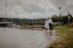sesja poslubna plener jezioro plaza las Chomiaza Szlachecka fotograf na slub wesele Światło i Emocje (50)