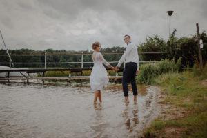 sesja poslubna plener jezioro plaza las Chomiaza Szlachecka fotograf na slub wesele Światło i Emocje (52)