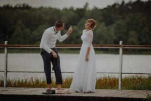 sesja poslubna plener jezioro plaza las Chomiaza Szlachecka fotograf na slub wesele Światło i Emocje (53)