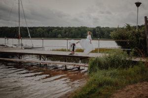 sesja poslubna plener jezioro plaza las Chomiaza Szlachecka fotograf na slub wesele Światło i Emocje (54)