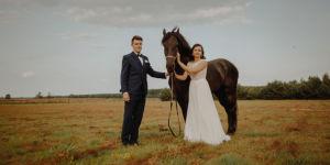 Agata i Bartek - plener ślubny stajnia Morgan