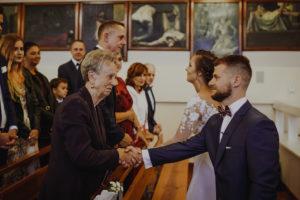 reportaz Bydgoszcz, przyjecie karczma Kujawska, kosciol Pw. Matki Bozej Krolowej Meczennikow, swiatlo i emocje, Marta i Szymon (102)