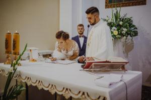 reportaz Bydgoszcz, przyjecie karczma Kujawska, kosciol Pw. Matki Bozej Krolowej Meczennikow, swiatlo i emocje, Marta i Szymon (121)