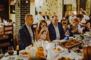 reportaz Bydgoszcz, przyjecie karczma Kujawska, kosciol Pw. Matki Bozej Krolowej Meczennikow, swiatlo i emocje, Marta i Szymon (253)