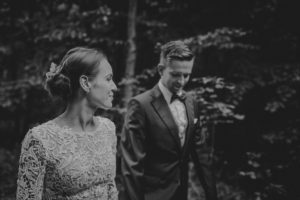 lesny plener poslubny las plaza jezioro fotografie slubne Poznan Mogilno Torun Inowroclaw Swiatlo i emocje pl (10)
