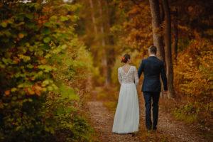 lesny plener poslubny las plaza jezioro fotografie slubne Poznan Mogilno Torun Inowroclaw Swiatlo i emocje pl (30)