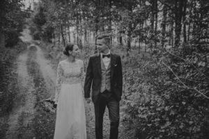 lesny plener poslubny las plaza jezioro fotografie slubne Poznan Mogilno Torun Inowroclaw Swiatlo i emocje pl (43)