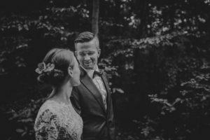 lesny plener poslubny las plaza jezioro fotografie slubne Poznan Mogilno Torun Inowroclaw Swiatlo i emocje pl (9)